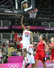 U.S. women roll into basketball semis