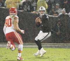 Raiders end 16-game losing streak with win over Chiefs