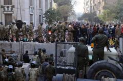 Thousands join dueling Cairo protests