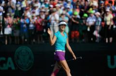 Michelle Wie celebrates U.S. Open win by twerking, drinking out of her trophy