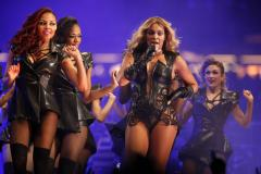 'Beyonce' tops U.S. album chart for a third week