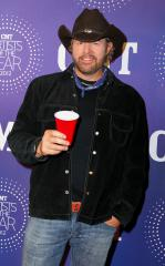 Toby Keith not on board when bus catches fire