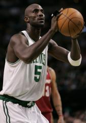 Celtics' Garnett suspended for Game 2