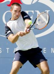 Troicki rally gives Serbs Davis Cup edge
