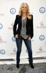Christie Brinkley shows off bikini body at 60