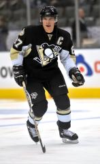 Penguins' Crosby now doing contact drills