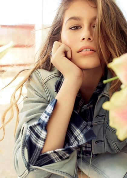 Cindy Crawford's Daughter Stuns In Photo Spread For Teen