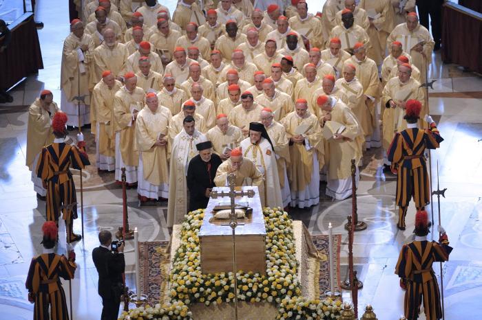 Catholic World News >> Rome readies for John Paul II, John XXIII sainthood rites ...
