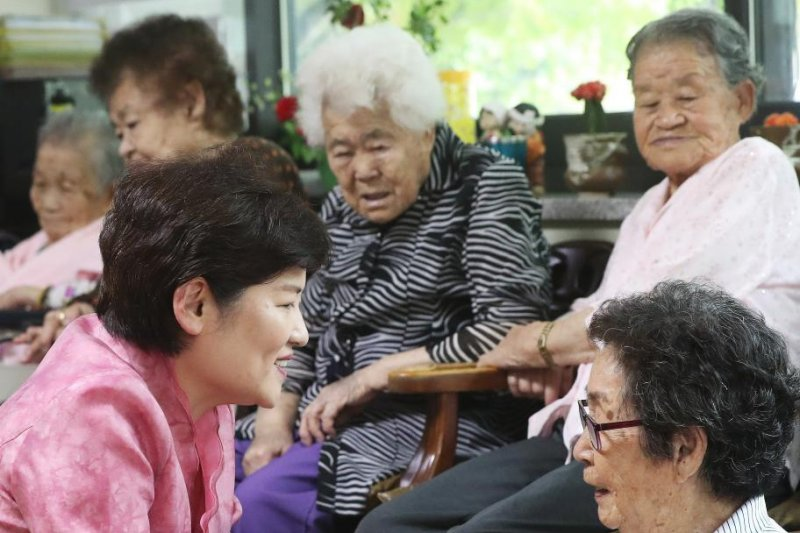 Comfort women from Koria get reparations from Japan
