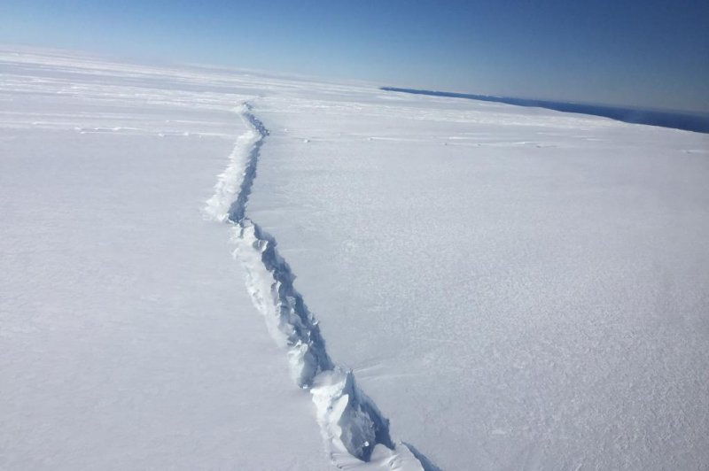 Breakup of ice sheet