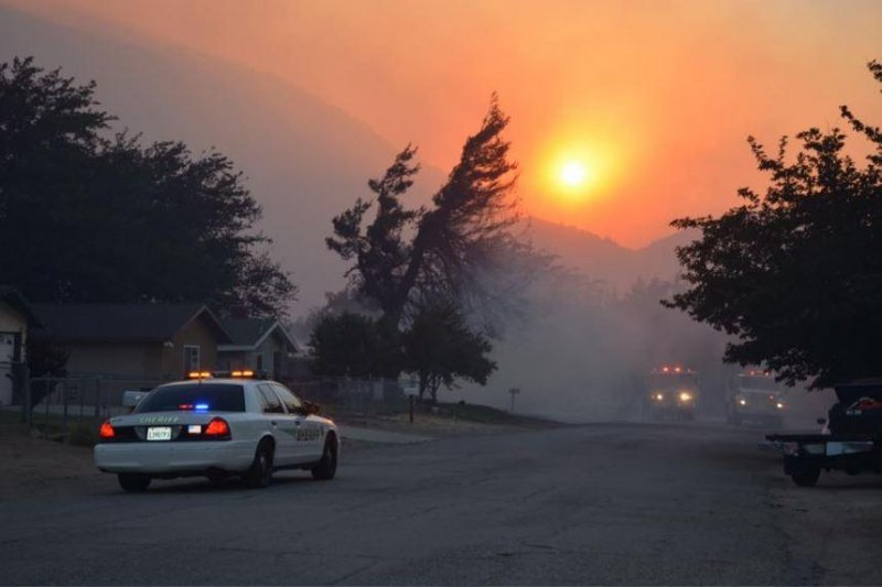 California firs burn 80 homes