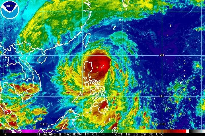 hurricane hits philippines