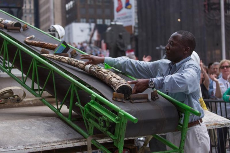 US crushes one ton of ivory