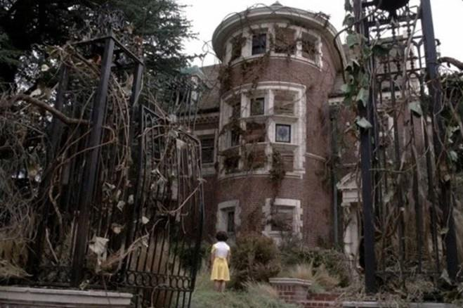 Murder house from 39 american horror story 39 listed on airbnb for Rent house for a night