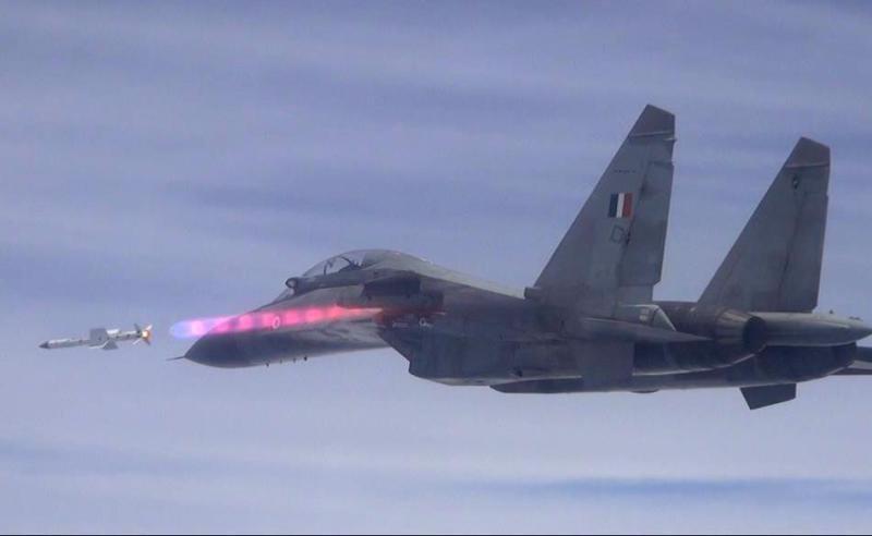 http://cdnph.upi.com/sv/b/i/UPI-5511426881730/2015/1/14268822245811/India-test-fires-Astra-missile.jpg