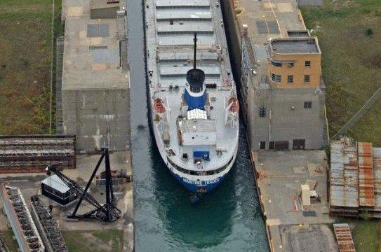 cruise ship hits lock
