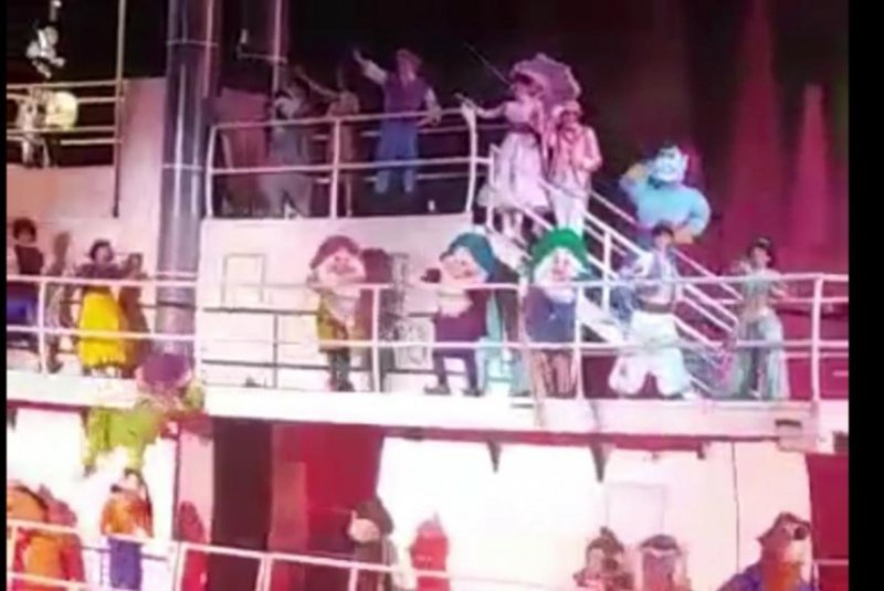 Dopey takes a tumble in Disney's Fantasmic! show