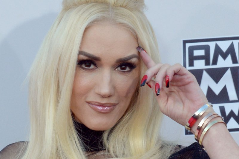 Gwen Stefani nails live music video for 'Make Me Like You,' Blake ... Gwen Stefani
