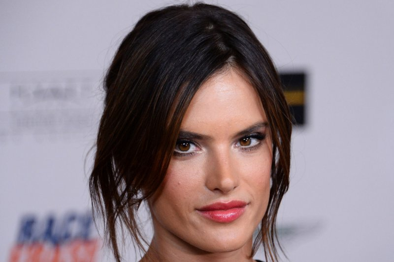 Alessandra Ambrosio HD wallpaper,photos,resim new nice wallpaper