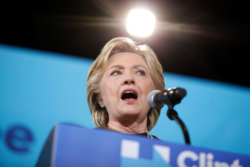 Clinton stopping in Chicago, makes early voting push in Iowa