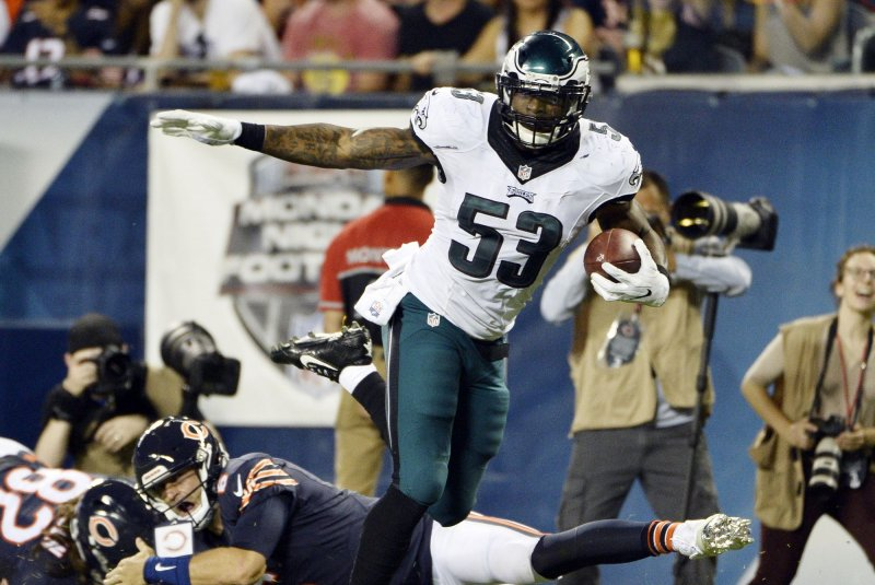 Eagles player Bradham charged with having gun at airport