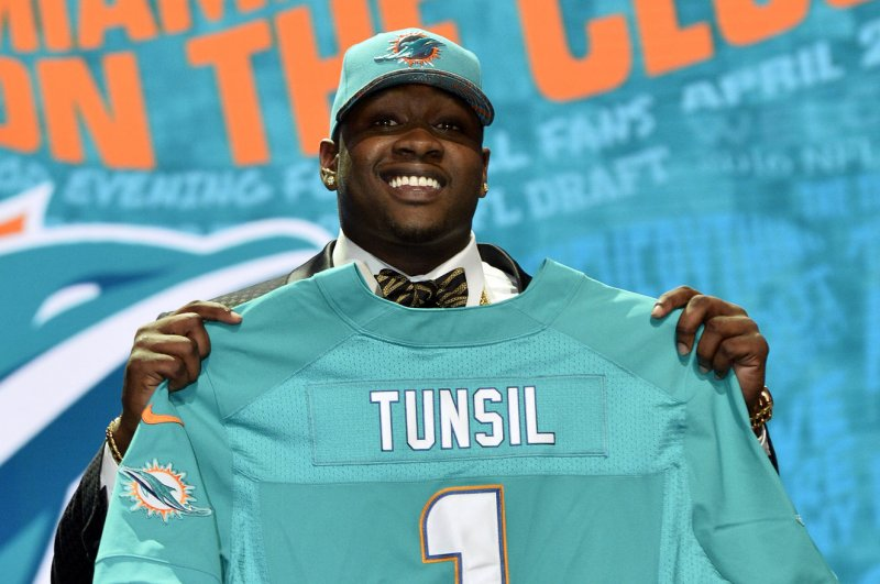 Dolphins say rookie Tunsil hurt his ankle in the shower