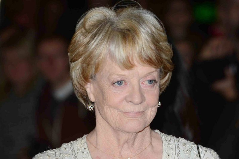 Maggie Smith to Depart Downton Abbey After Season 6, Plus More News