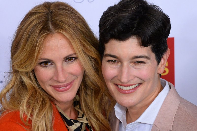 julia roberts talks advising george clooney on marital