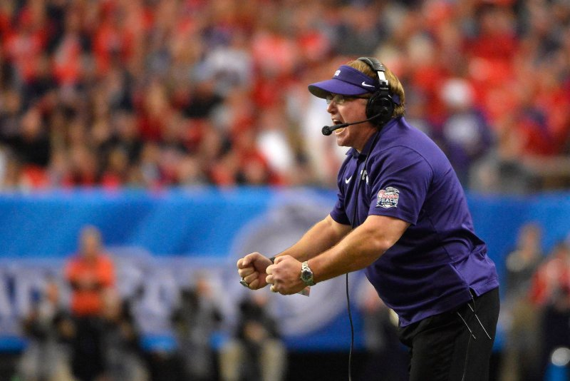 Patterson signs 1-year extension with TCU through '21 season
