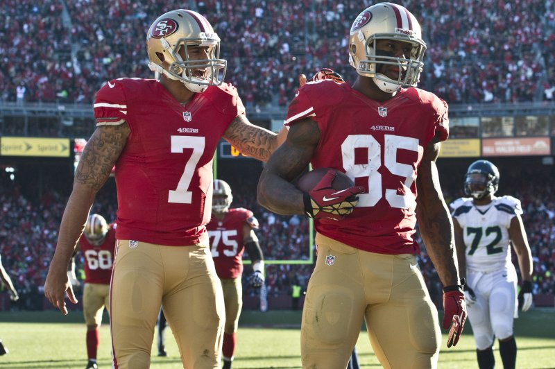 49ers' Vernon Davis attempts to quell rumors of Kaepernick, Staley quarreling