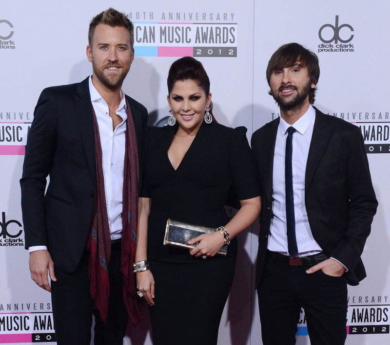 Pregnant lady antebellum singer hillary scott expecting a for Is hillary from lady antebellum pregnant