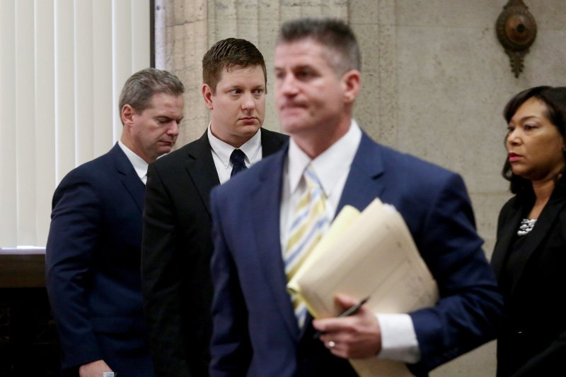 Prosecutor in Chicago police case seeks recusal