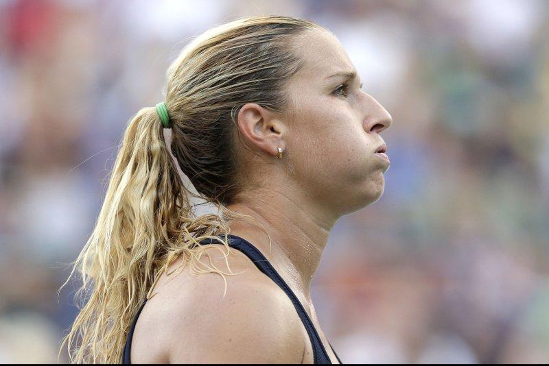 Agnieszka Radwanska lines up semi-final match with Angelique Kerber in Singapore