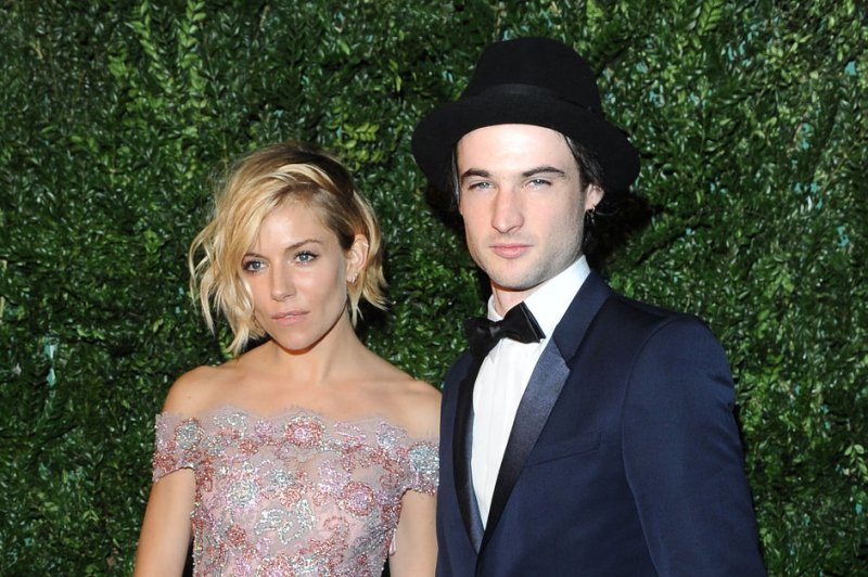 tom sturridge dating 2016 Tom sturridge, 30, is the son of the actor phoebe nicholls and the director charles sturridge, who cast him, aged eight, in the tv series gulliver's travels after abandoning his a-levels, sturridge starred in the films being julia, the boat that rocked and on the road, and the plays punk rock.