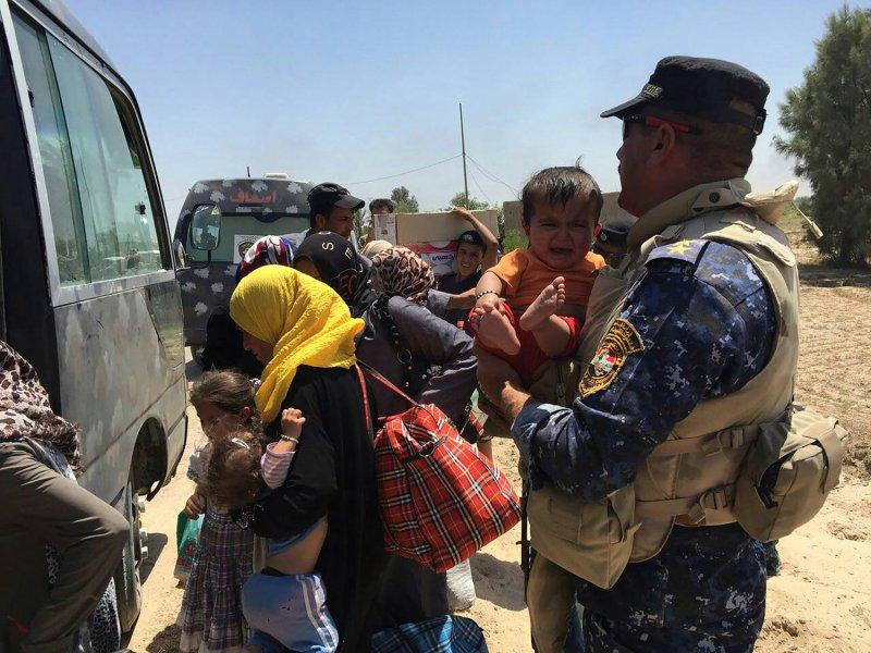 Iraqi forces push deeper into Islamic State-held Fallujah