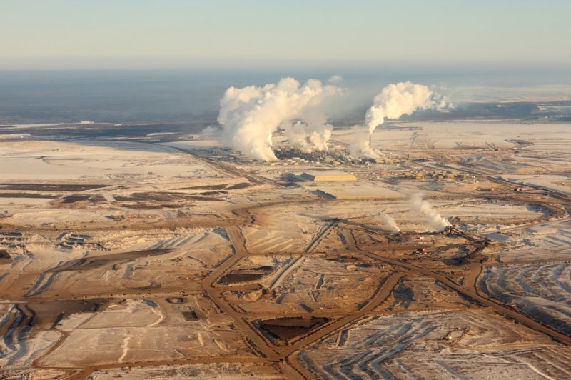 oil sands pollute