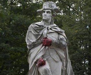 http://cdnph.upi.com/sv/em/i/UPI-1051409763272/2014/1/14097673935590/New-Jersey-police-investigating-after-hands-of-George-Washington-statue-painted-red.jpg