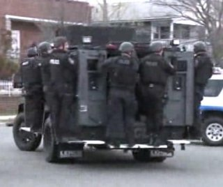 http://cdnph.upi.com/sv/em/i/UPI-1221398262995/2014/1/13982632134381/SWAT-team-sent-to-Long-Island-home-by-man-who-lost-at-Call-of-Duty.jpg