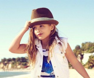 http://cdnph.upi.com/sv/em/i/UPI-12581354029517/2012/1/13540318019431/Anna-Nicoles-daughter-models-for-Guess.jpg