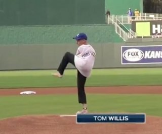 http://cdnph.upi.com/sv/em/i/UPI-1791406901265/2014/1/14069065112404/Watch-as-armless-man-throws-first-pitch-at-Royals-game.jpg