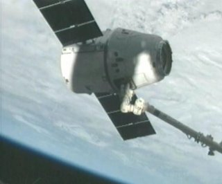 http://cdnph.upi.com/sv/em/i/UPI-21651362316570/2013/1/13624018642305/Dragon-spacecraft-reaches-ISS.jpg