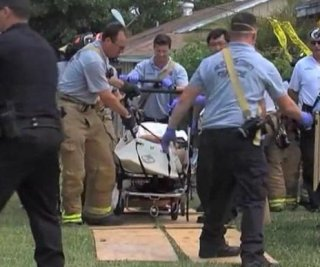 http://cdnph.upi.com/sv/em/i/UPI-2681397147721/2014/1/13971479155813/Rescuers-cut-hole-in-obese-Florida-mans-home-to-rescue-him-after-fall.jpg
