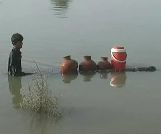 //cdnph.upi.com/sv/em/i/UPI-31376918122696/2013/1/13773704844373/Flood-relief-under-control-Pakistans-government-says.jpg