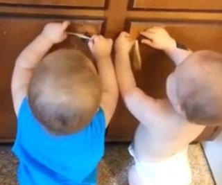 http://cdnph.upi.com/sv/em/i/UPI-3161371672124/2013/1/13716726538311/Twins-crack-up-with-rubber-band-game.jpg