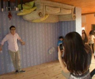 http://cdnph.upi.com/sv/em/i/UPI-3221399034844/2014/1/13990350559011/Upside-down-house-opens-doors-to-public-in-Shanghai.jpg