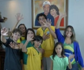 http://cdnph.upi.com/sv/em/i/UPI-3251403525489/2014/1/14035256269727/6-fingered-family-rooting-for-Brazil-to-win-sixth-World-Cup.jpg