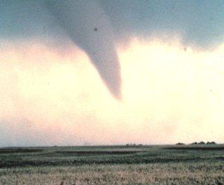 http://cdnph.upi.com/sv/em/i/UPI-3821403105185/2014/1/14031066116447/Tornado-strikes-southern-Ontario-58000-without-power.jpg