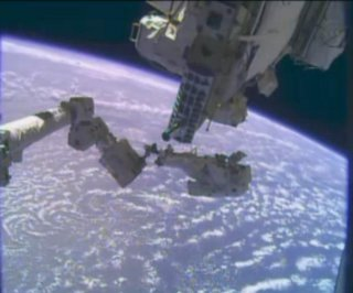 http://cdnph.upi.com/sv/em/i/UPI-4151387889454/2013/1/13878904964079/Astronauts-attempt-to-replace-faulty-pump-on-Christmas-Eve-spacewalk.jpg