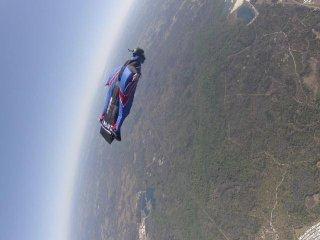 http://cdnph.upi.com/sv/em/i/UPI-42831337890421/2012/1/13378947281441/Daredevil-plunges-2400-feet-sans-chute.jpg