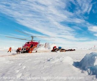 http://cdnph.upi.com/sv/em/i/UPI-4561388968822/2014/1/13889703314732/US-icebreaker-Polar-Star-sent-to-rescue-trapped-ships-in-Antarctic.jpg